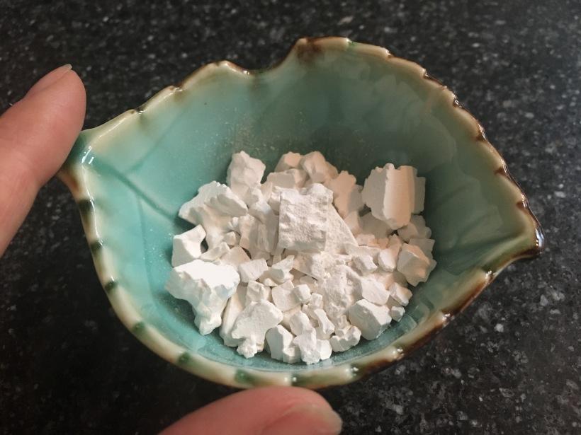 witte brokjes
